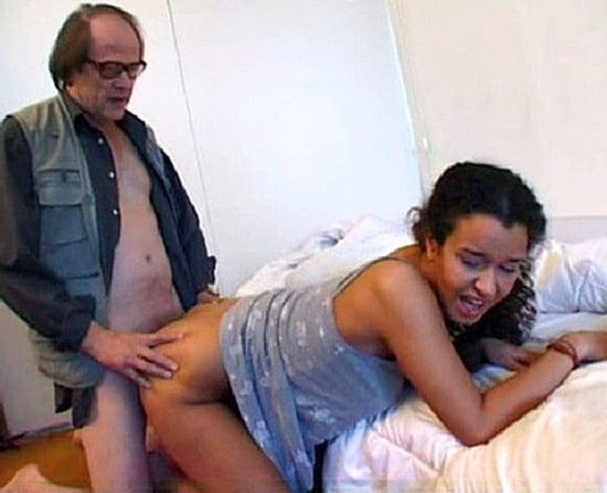 Fille avec son père