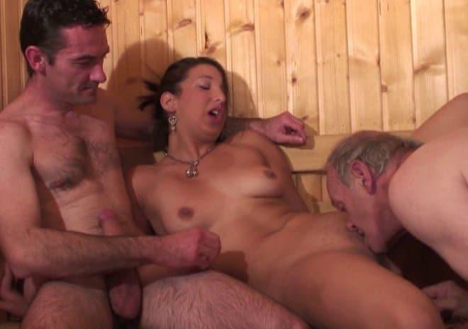 Leila, gangbang au sauna