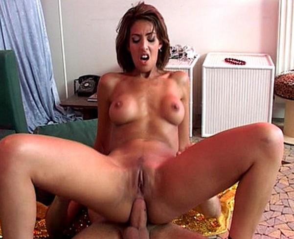 Yasmine danseuse orientale en baise anale