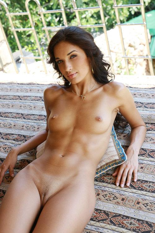 La jolie diane baisee avec ejaculation sur ses gros seins