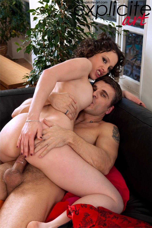 Nikita Bellucci baisée sur un rameur 3