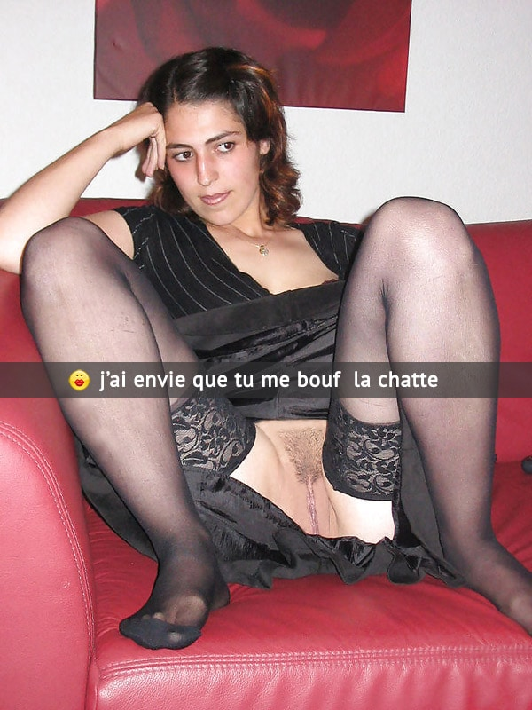 Soumia en bas collants