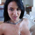 Anissa Kate sexe avec sperme sur ses gros seins