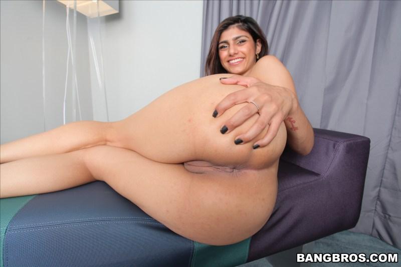 mia-khalifa-grosse-bite-noire-bangbros-3