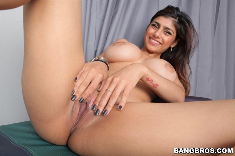 mia-khalifa-grosse-bite-noire-bangbros-4