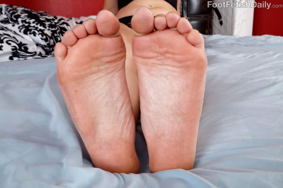 nadia-ali-footfetishdaily-2