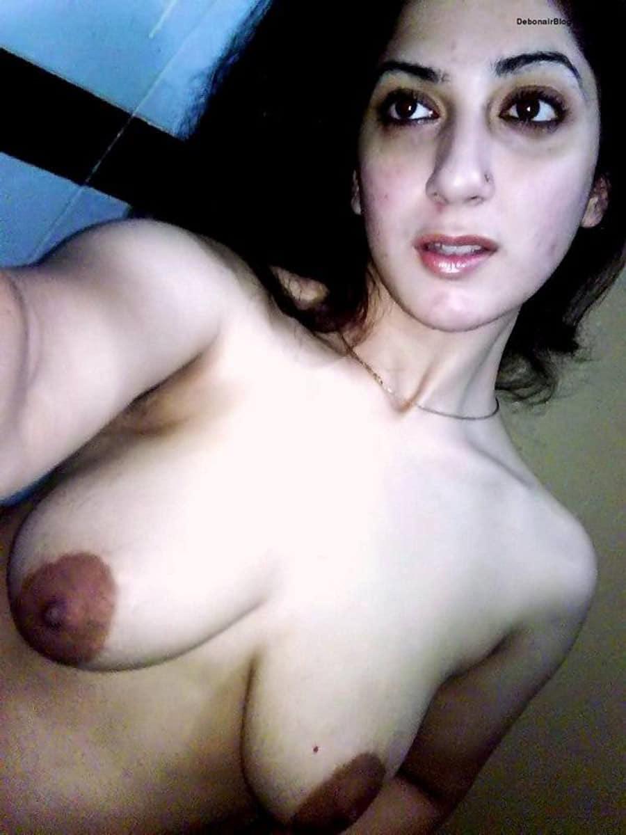 sana-etudiante-tunisienne-vicieuse-gros-mamelons-4
