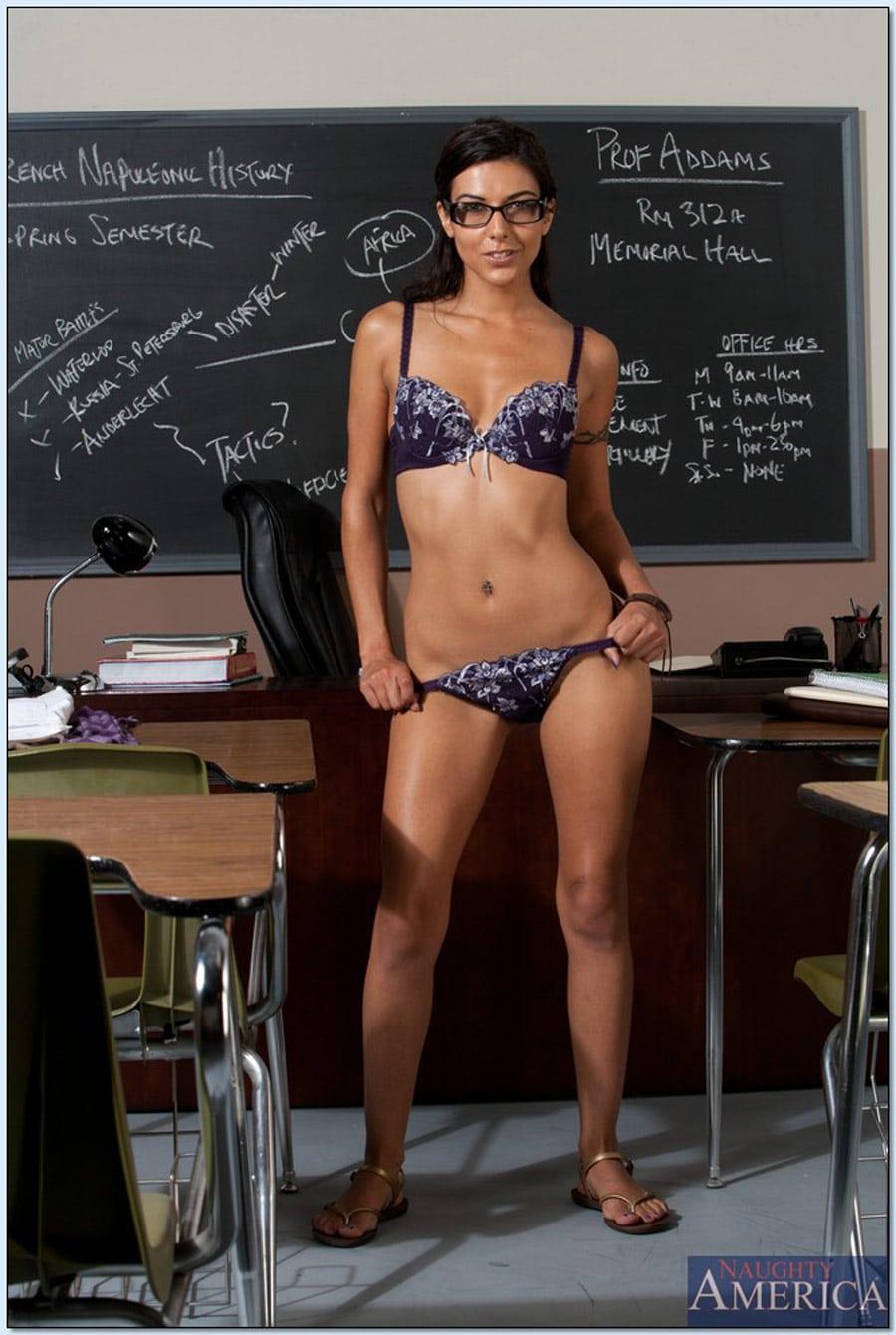 lou-charmelle-etudiante-sexy-nue-naughtyamerica-6