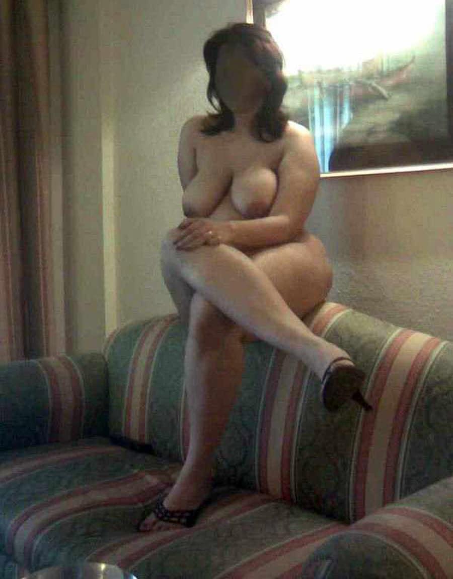 Milf arabe infidèle grassouillette nue à l'hotel