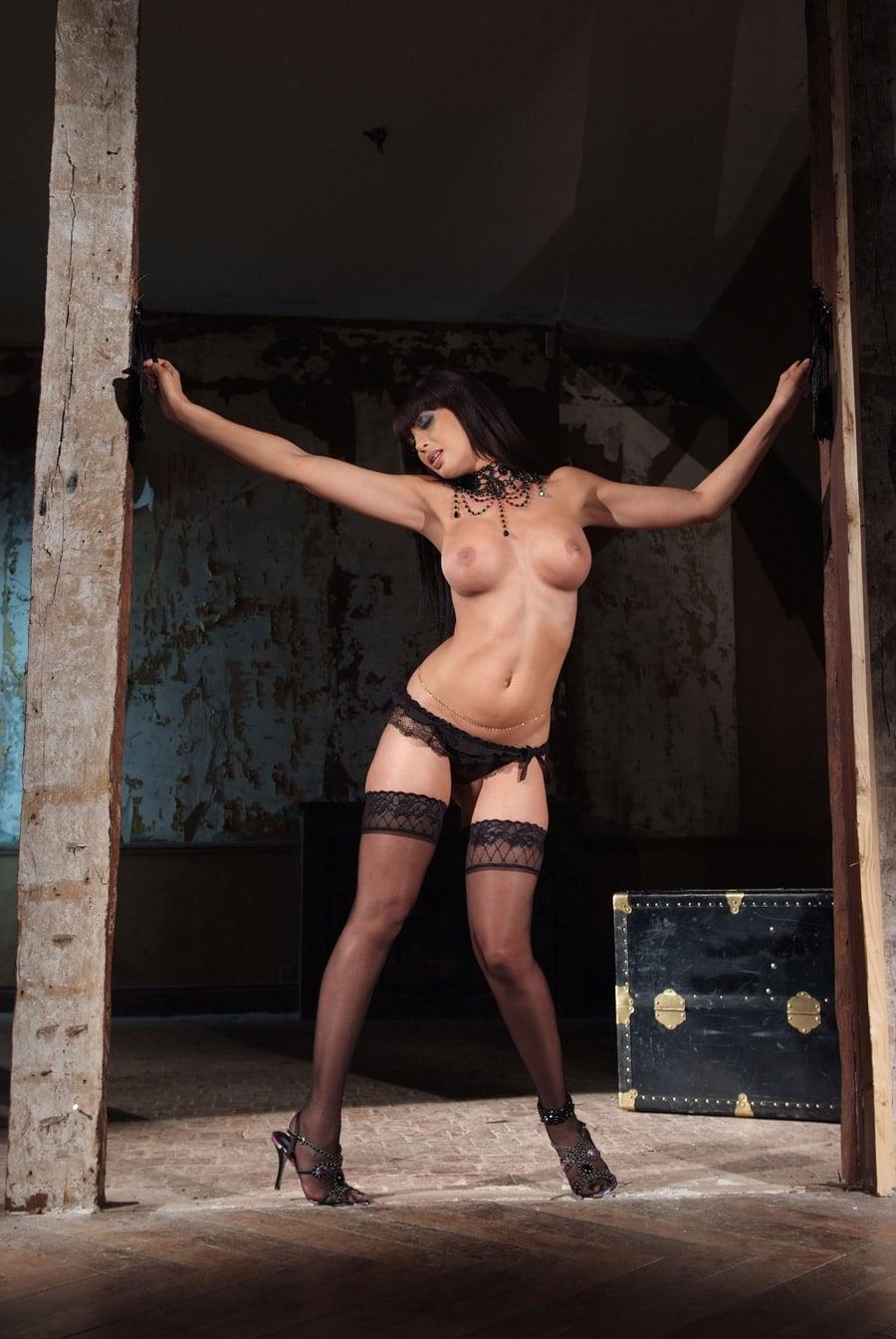 yasmine-chienne-beurette-soumise-baisee-dorcel-24