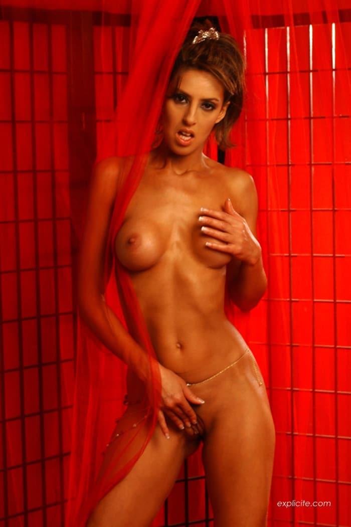 yasmine-pornstar-striptease-expliciteart-12