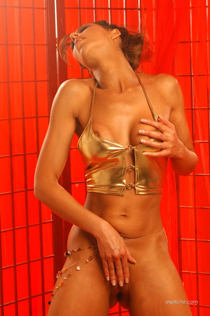 yasmine-pornstar-striptease-expliciteart-7
