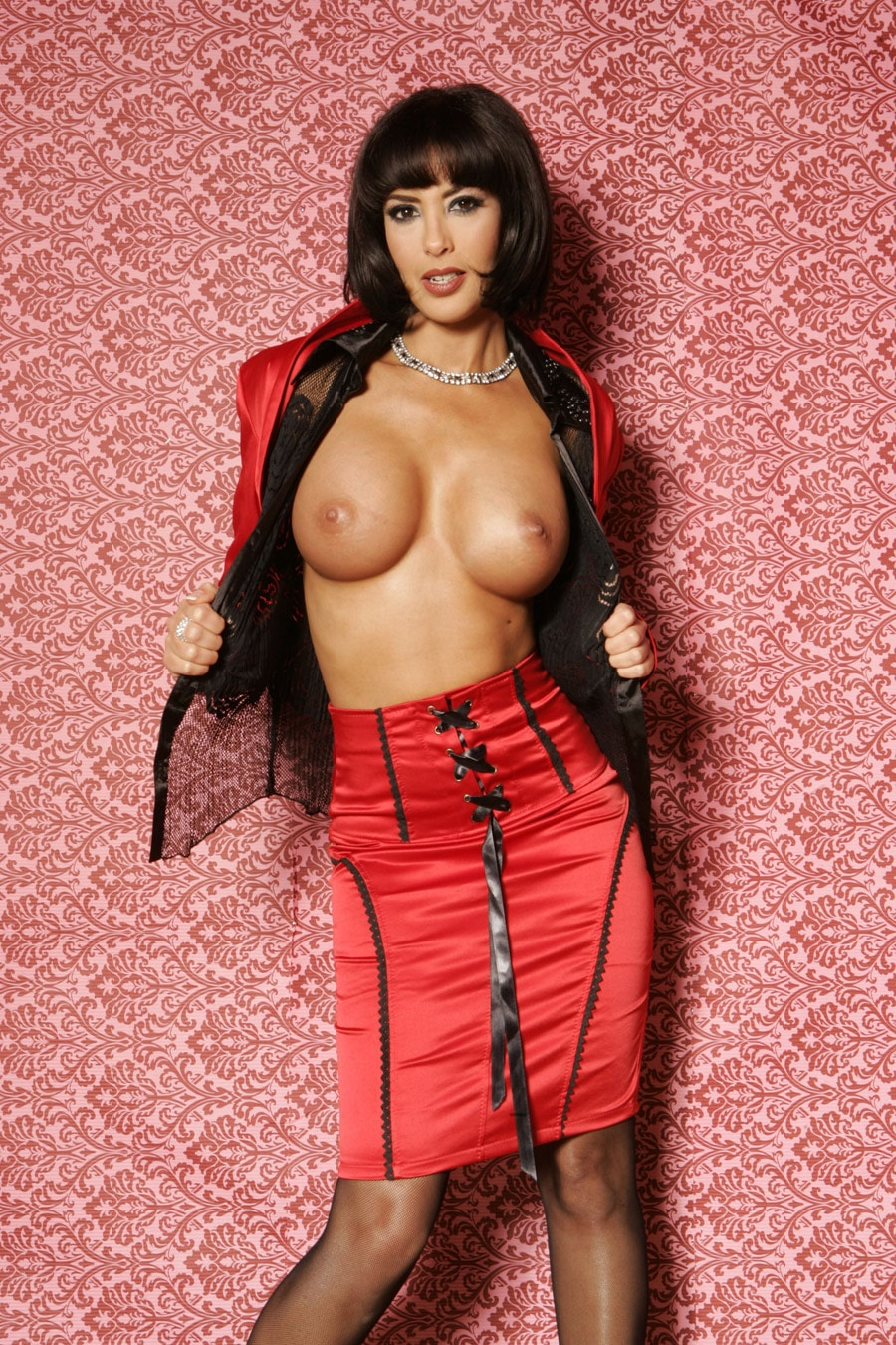 yasmine-pute-frange-lingerie-rouge-provocante-3