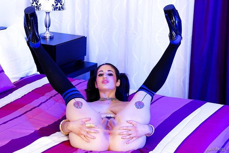 Arabelle Raphaël beurette gros seins tatouée 15